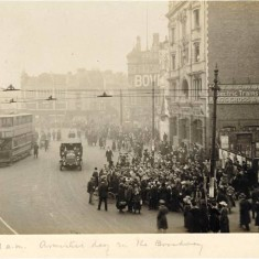 Hammersmith Broadway at 11am on Armistice Day, 11th November 1918.   Hammersmith and Fulham Archives