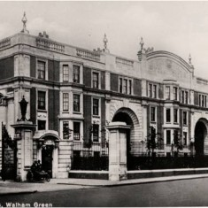 Exterior view of the Sir Oswald Stoll Mansions, Fulham Road, c1925.   Hammersmith and Fulham Archives