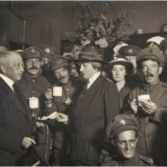 Sir Henry Foreman, Mayor of Hammersmith at a War Canteen.    Hammersmith and Fulham Archives