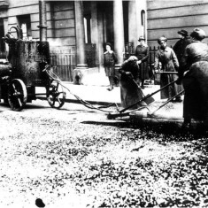 Women tar sprayers at work in Clarendon Street in May 1918. | City of Westminster Archive Centre